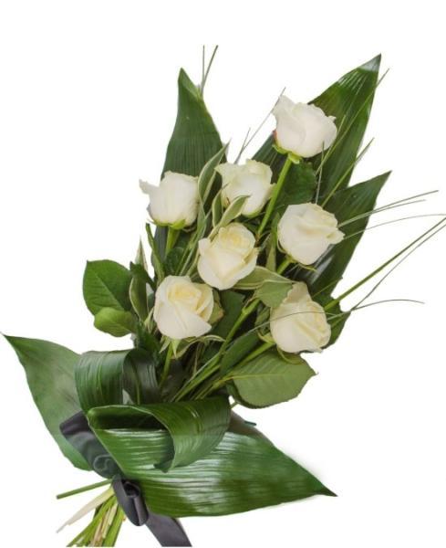 F909. Ramo Funerario siete rosas blancas